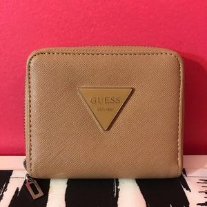 Guess: Mini Wallet